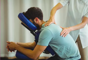 Ziekteverzuim aanzienlijk lager door massage op de werkvloer